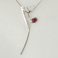 Jewellery with silver and natural garnet